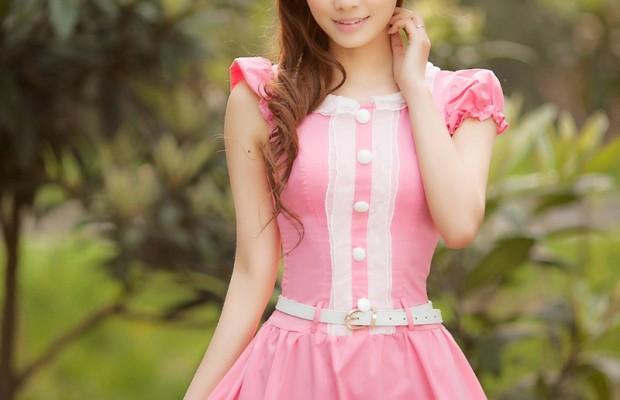 Chọn phụ kiện cho váy hồng thước tha