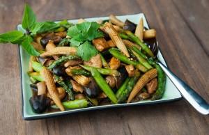 Mê mẩn ăn ngon với gà xào kiểu Thái cho người nghiện rau 1