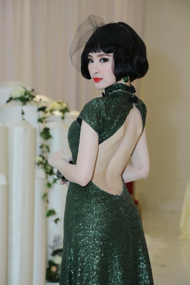 Ngắm nhìn những mẫu áo khoe lưng táo bạo của Angela - Phương Trinh 3