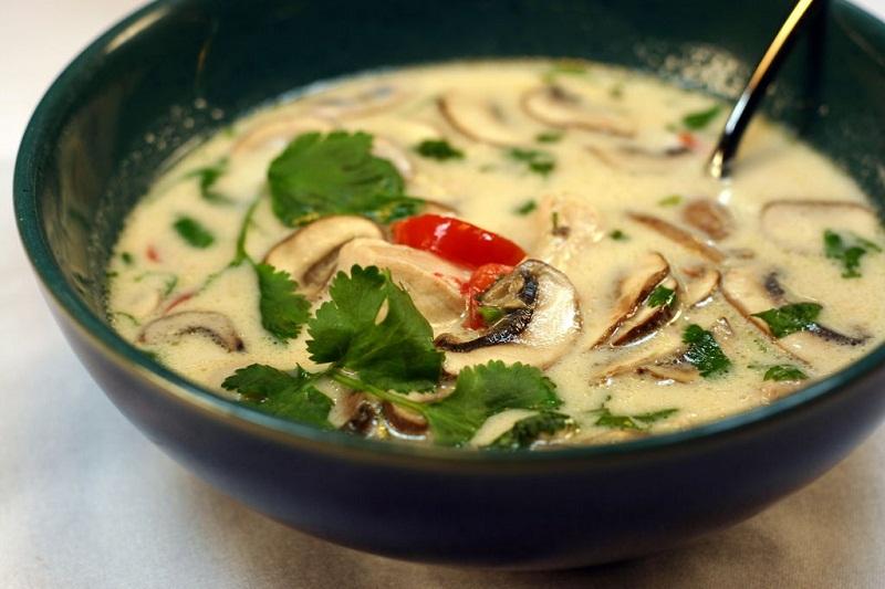 thưởng thức súp gà nấu nước cốt dừa kiểu thái tại nhà 1