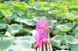 Chiêm ngưỡng những mỹ nhân Việt diện áo dài đẹp tuyệt vời