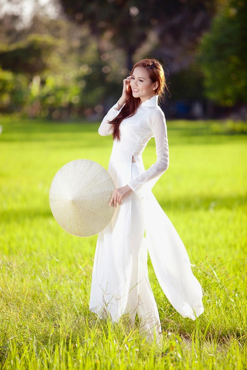 Chiêm ngưỡng những mỹ nhân Việt diện áo dài đẹp tuyệt vời 14