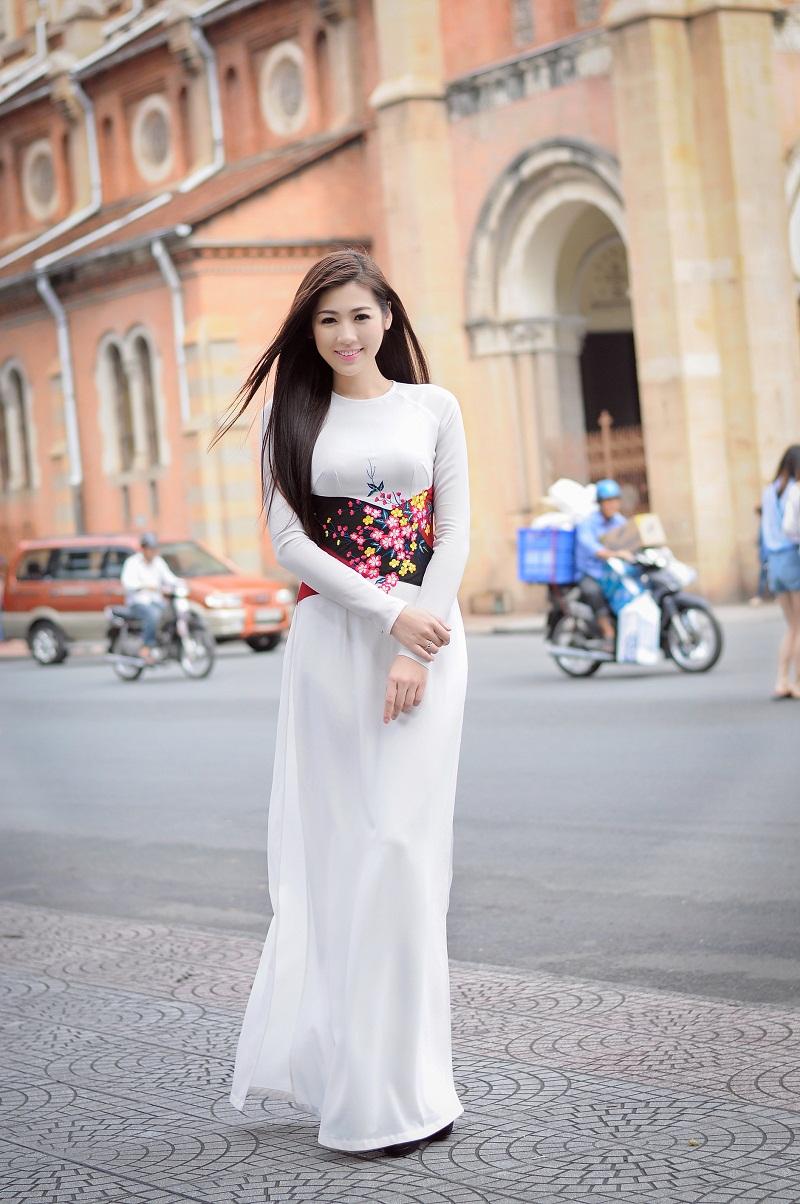 Chiêm ngưỡng những mỹ nhân Việt diện áo dài đẹp tuyệt vời 22
