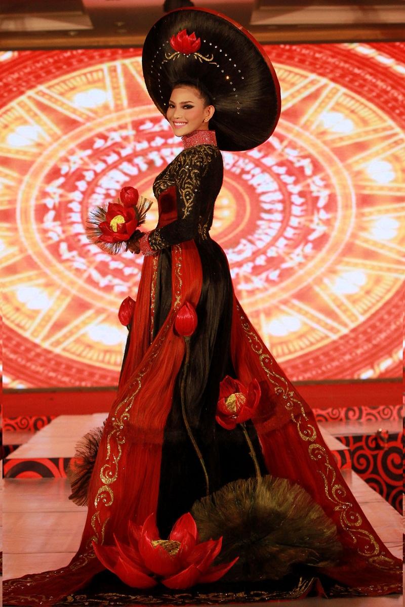 Chiêm ngưỡng những mỹ nhân Việt diện áo dài đẹp tuyệt vời 24