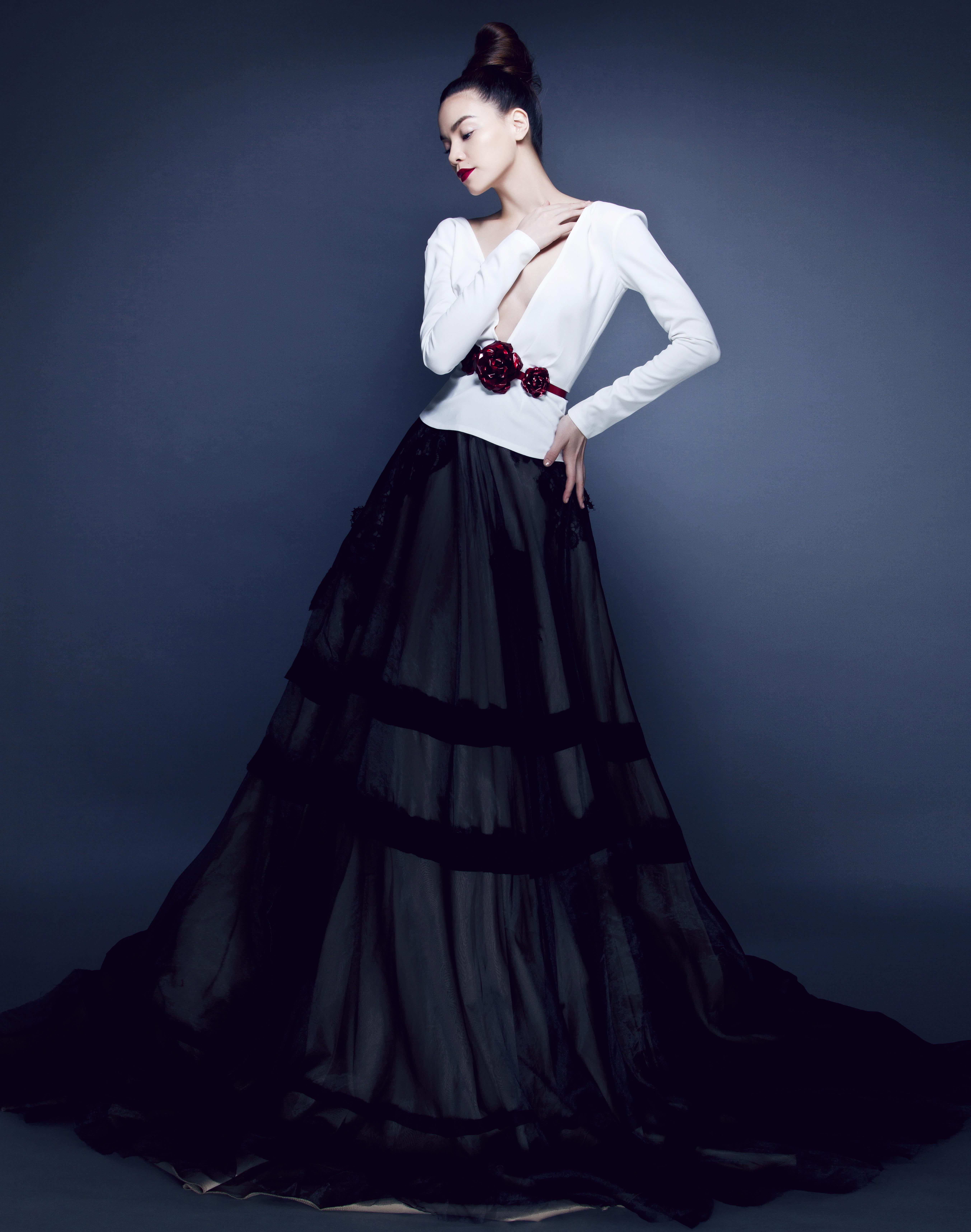 Hồ Ngọc Hà đẹp lộng lẫy với những mẫu váy thiết kế ấn tượng 4