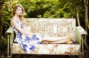 Khám phá mẹo dùng kem dưỡng da ban đêm để làm đẹp của Taylor Swift 0