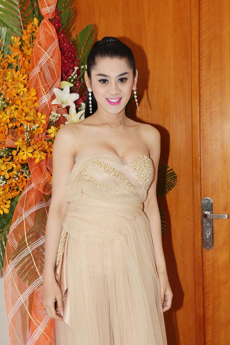 Khám phá những gu thời trang diêm dúa nhất của sao Việt 10