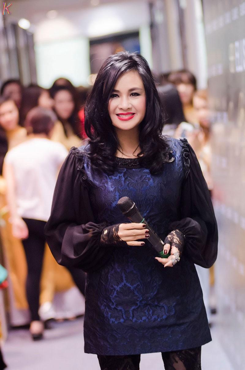 Khám phá những gu thời trang diêm dúa nhất của sao Việt 15