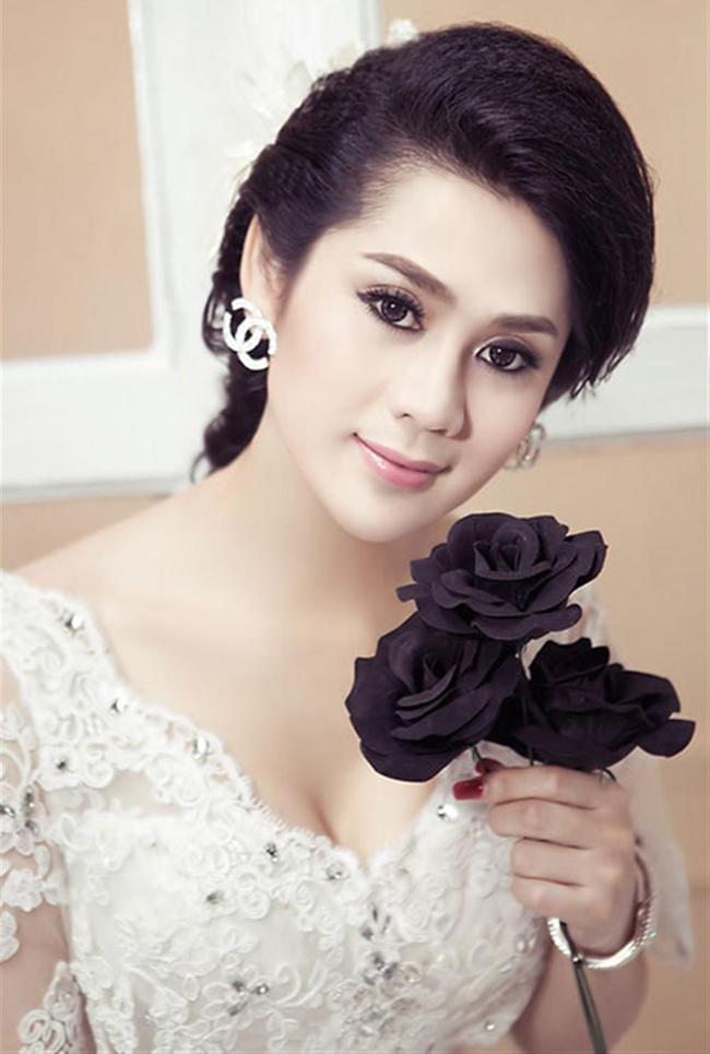 Khám phá những gu thời trang diêm dúa nhất của sao Việt 2