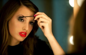 Những sai lầm phổ biến mà phái đẹp hay mắc phải khi sử dụng mascara 1