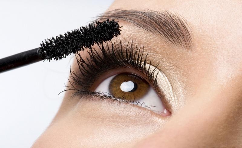 Những sai lầm phổ biến mà phái đẹp hay mắc phải khi sử dụng mascara 2