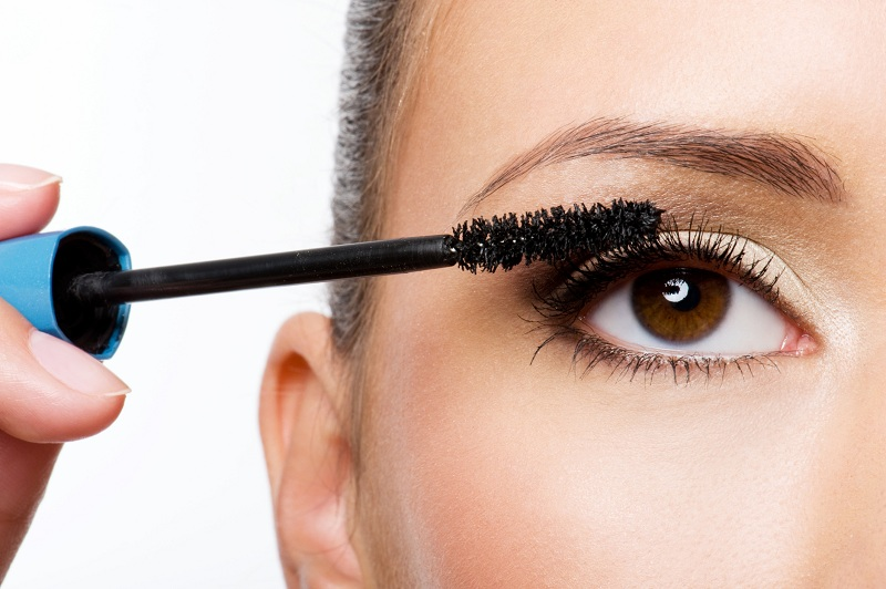 Những sai lầm phổ biến mà phái đẹp hay mắc phải khi sử dụng mascara 3