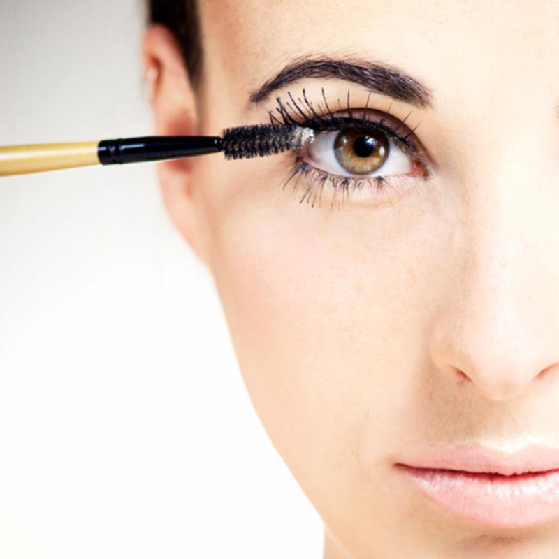Những sai lầm phổ biến mà phái đẹp hay mắc phải khi sử dụng mascara 4