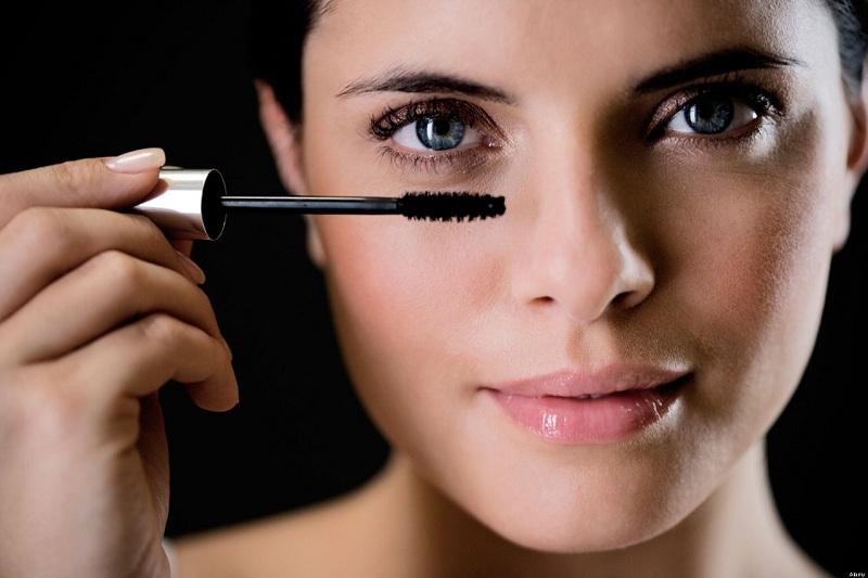 Những sai lầm phổ biến mà phái đẹp hay mắc phải khi sử dụng mascara 5