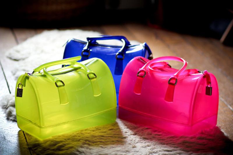 Túi xách nhựa trong và cú lội ngược dòng ngoạn mục 11