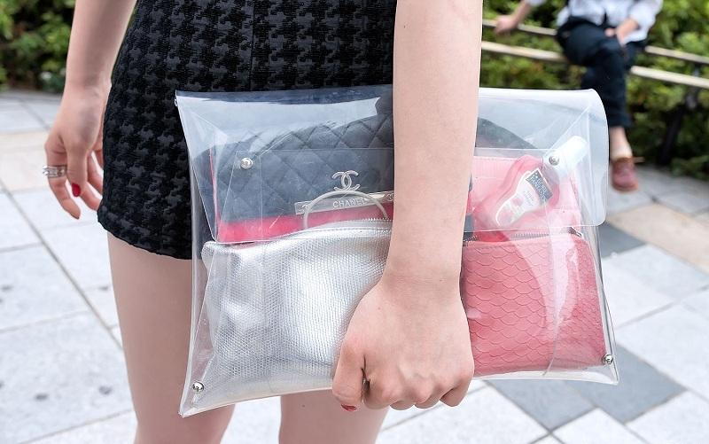 Túi xách nhựa trong và cú lội ngược dòng ngoạn mục 4