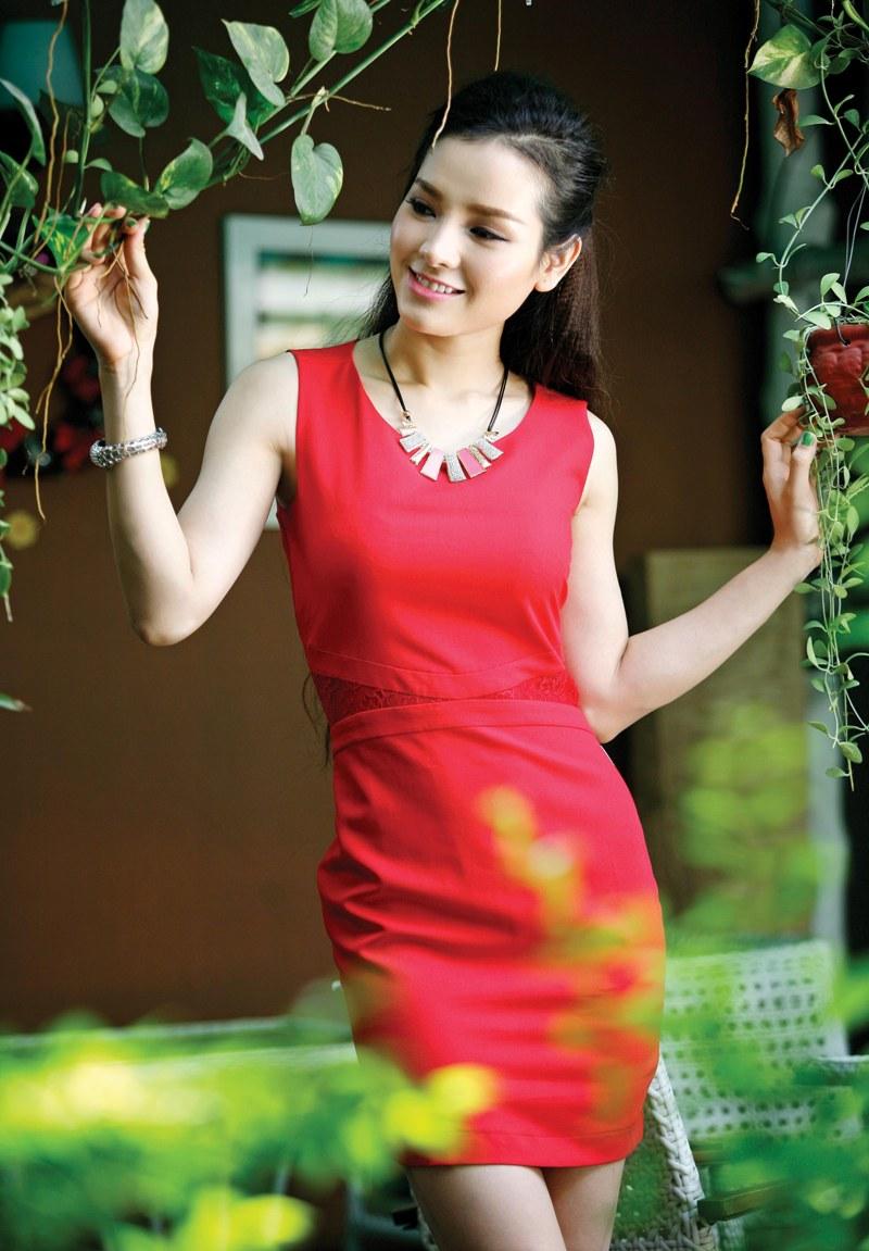 Xu hướng thời trang công sở với gam màu đỏ nổi bật quyến rũ 12