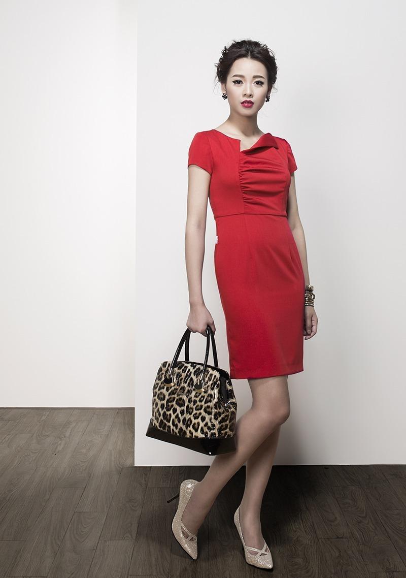 Xu hướng thời trang công sở với gam màu đỏ nổi bật quyến rũ 6