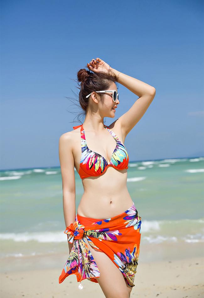 Chọn trang phục cho nàng đi biển thật sự ấn tượng và bắt mắt 10