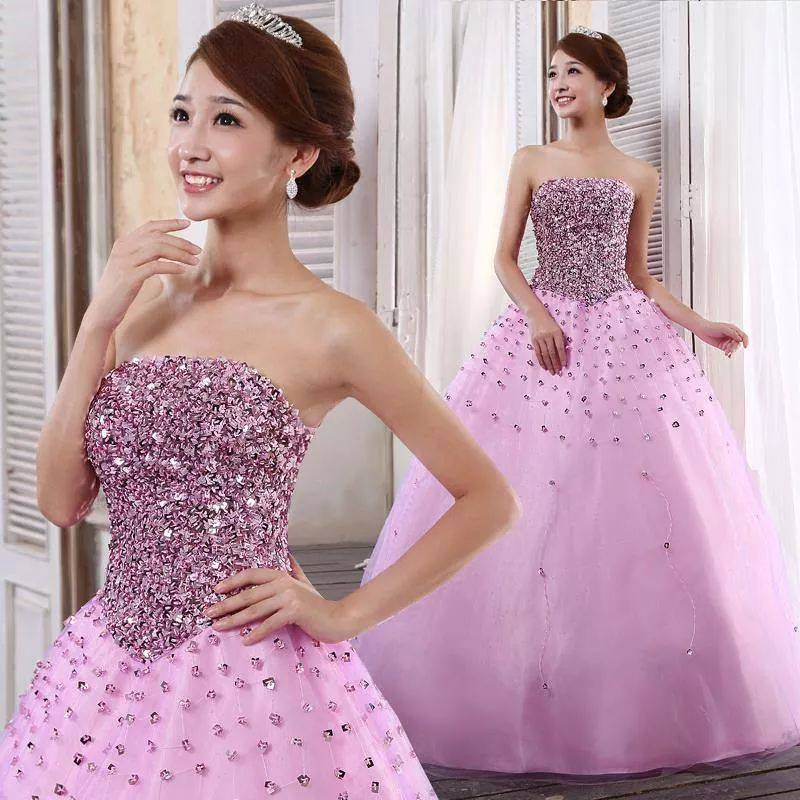 Cô dâu đẹp quyến rũ với váy cưới màu tím 3