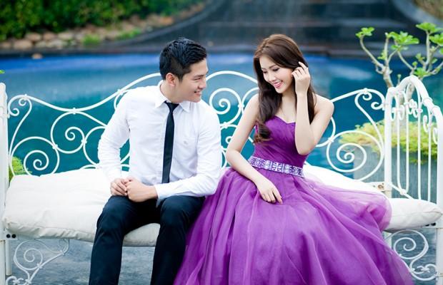 Cô dâu đẹp quyến rũ với váy cưới màu tím