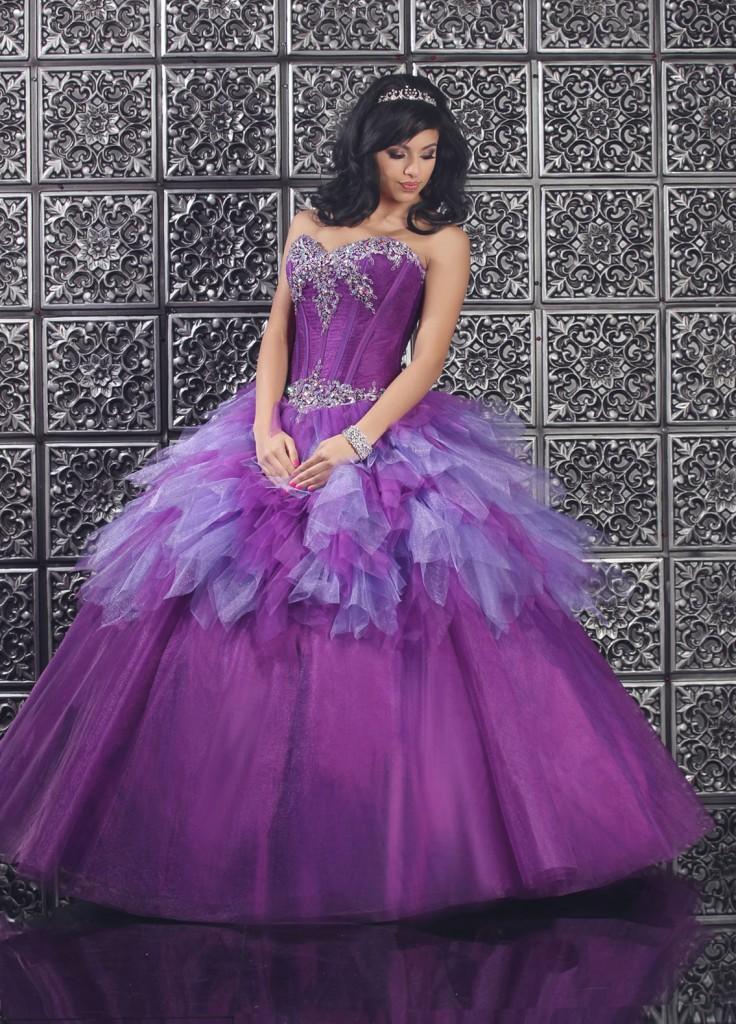 Cô dâu đẹp quyến rũ với váy cưới màu tím 9
