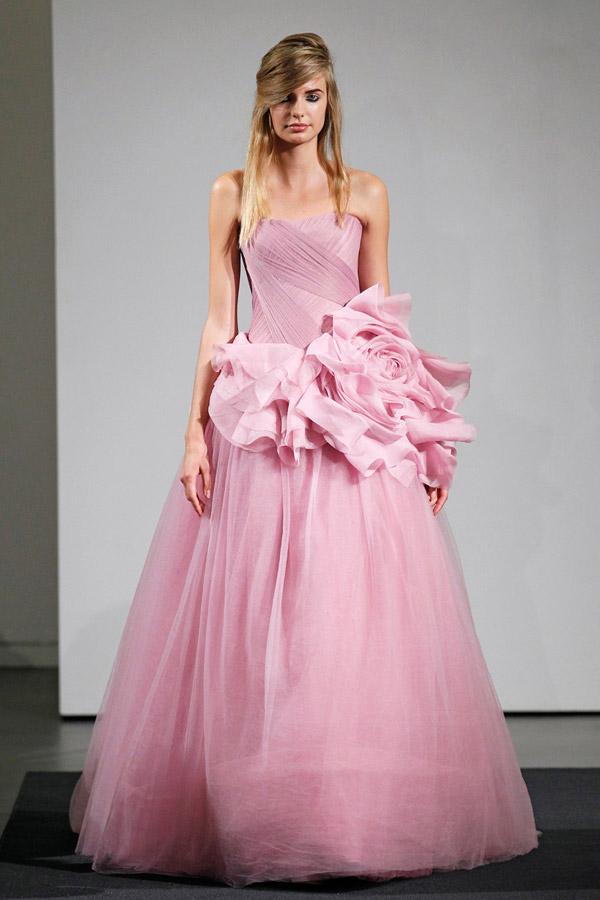 Cô dâu lộng lẫy và nổi bật với váy cưới màu hồng 12