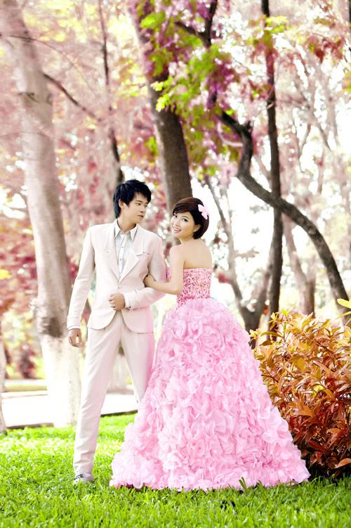 Cô dâu lộng lẫy và nổi bật với váy cưới màu hồng 2