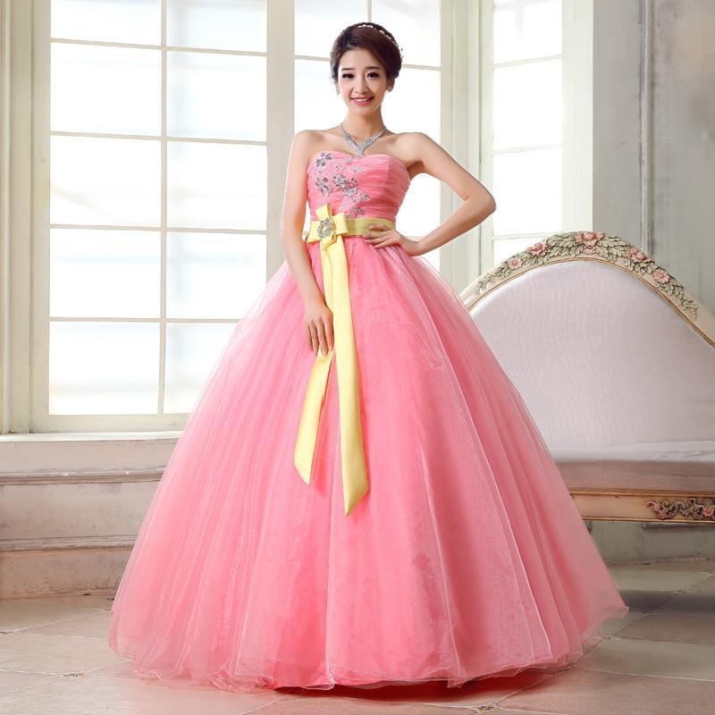 Cô dâu lộng lẫy và nổi bật với váy cưới màu hồng 3