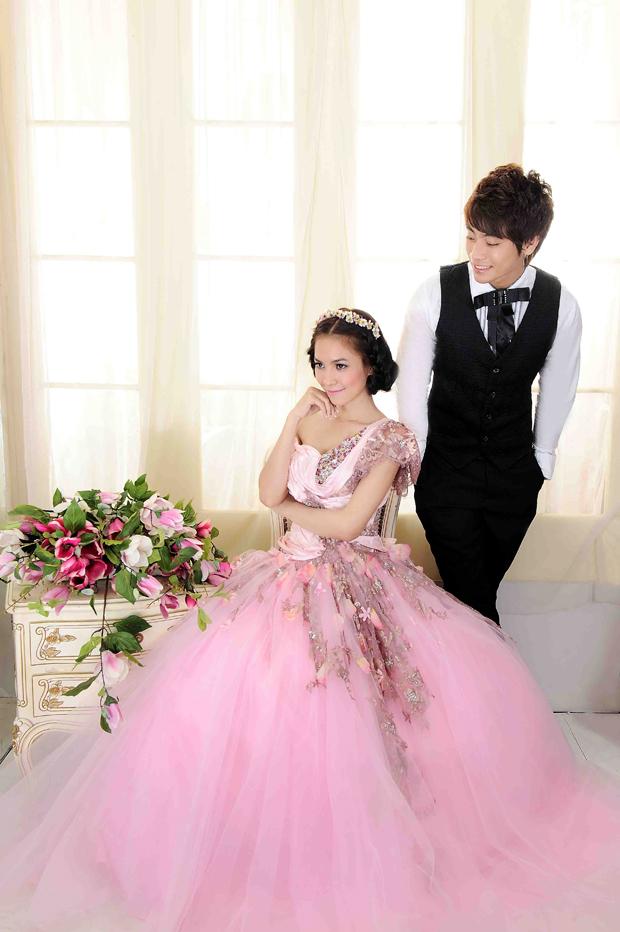 Cô dâu lộng lẫy và nổi bật với váy cưới màu hồng 8