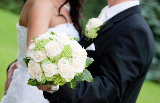 Lương thấp thì có nên làm đám cưới