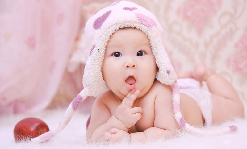 Một vài dấu hiệu để nhận biết bé là đứa trẻ thông minh và năng động khi vừa mới chào đời 1