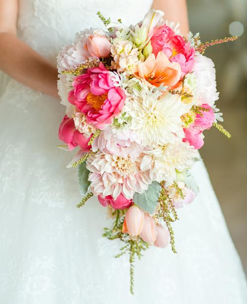 Những mẫu hoa cưới cầm tay đẹp cho cô dâu thêm nổi bật 11