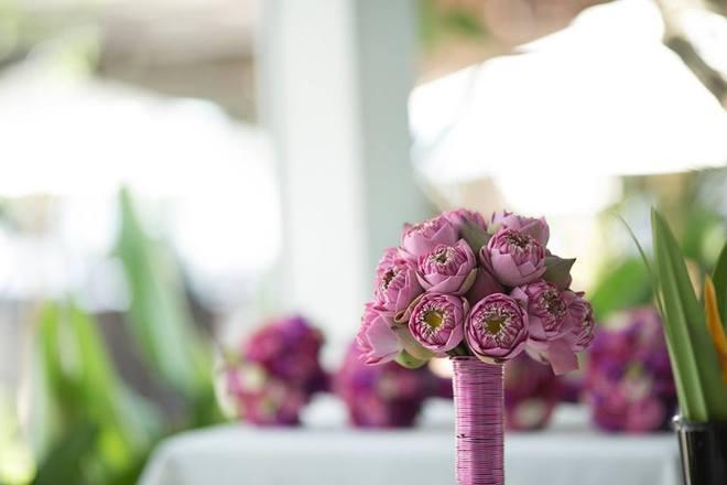 Những mẫu hoa cưới cầm tay đẹp cho cô dâu thêm nổi bật 18