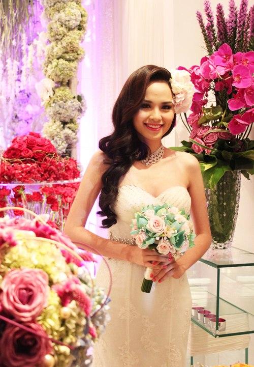 Những mẫu hoa cưới cầm tay đẹp cho cô dâu thêm nổi bật 3
