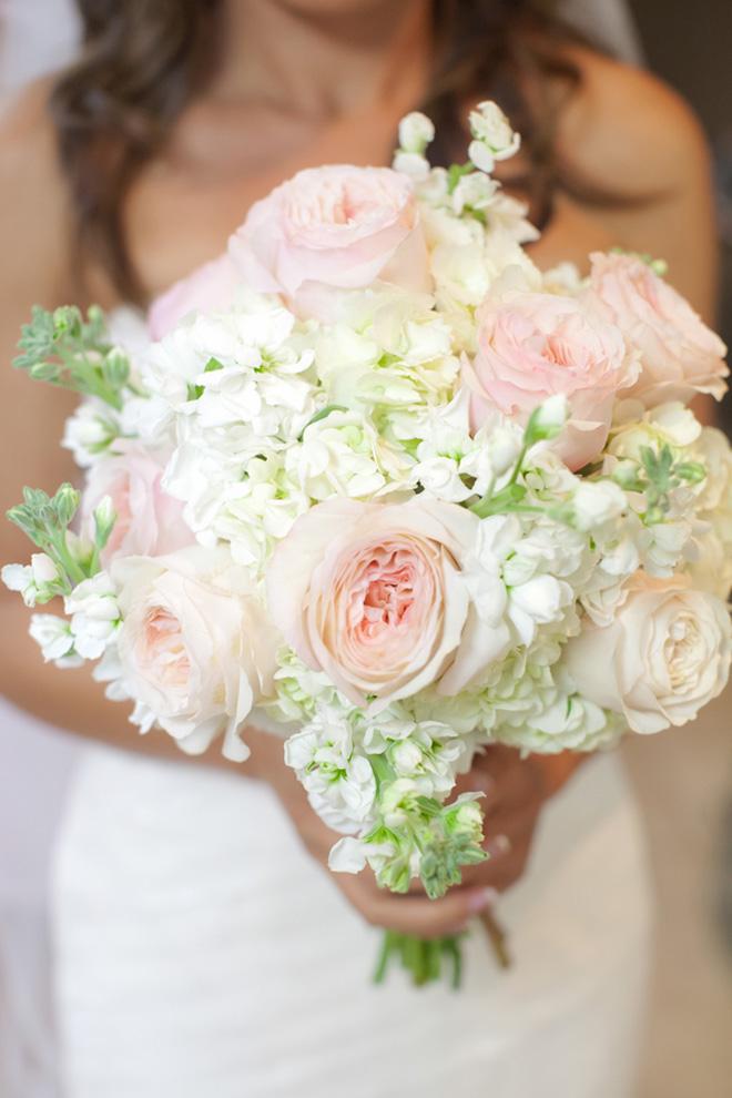 Những mẫu hoa cưới cầm tay đẹp cho cô dâu thêm nổi bật 9