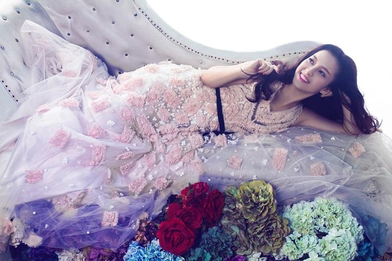 Ngắm nhìn vẻ đẹp cổ điển đan xen hiện đại của ca sĩ Đinh Hương 1