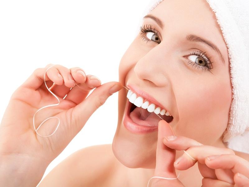 Bí quyết giúp bạn tẩy trắng răng nhờ bánh mì 1