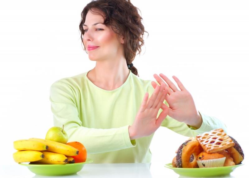 những sai lầm ăn uống khiến vòng 1 của bạn teo đi