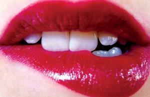 Cách làm cho môi căng mọng