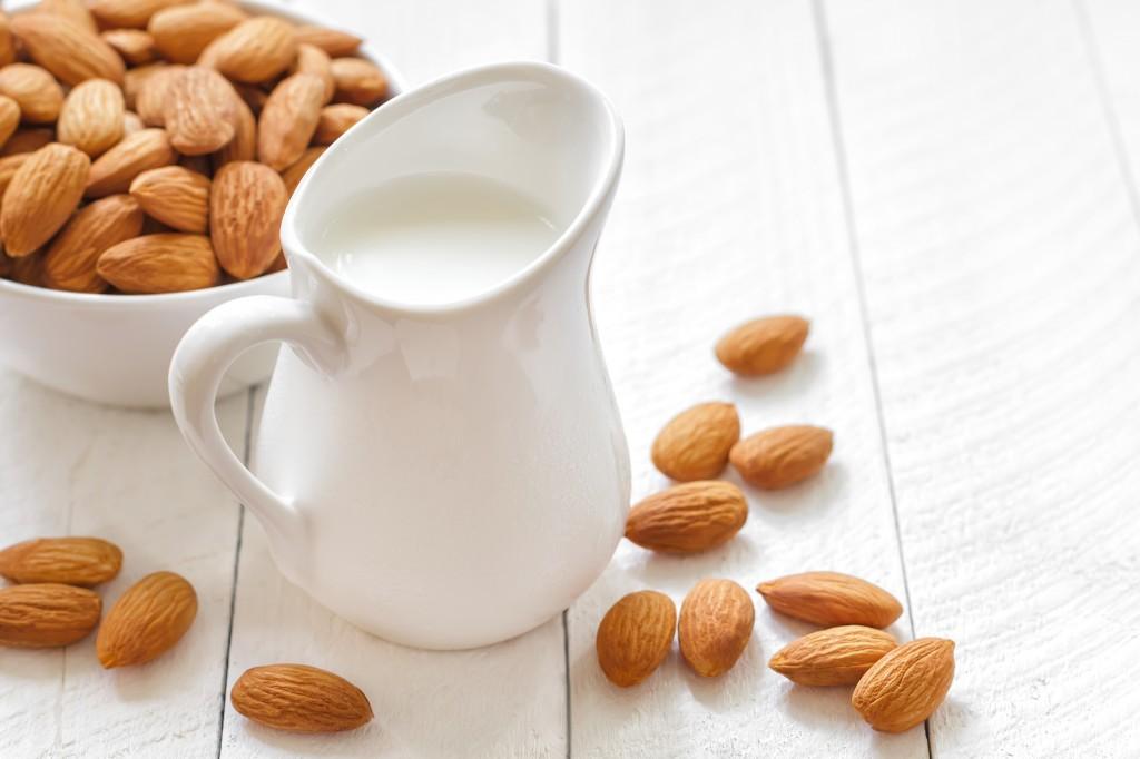 Sữa tươi và hạnh nhân giúp bạn giảm cân