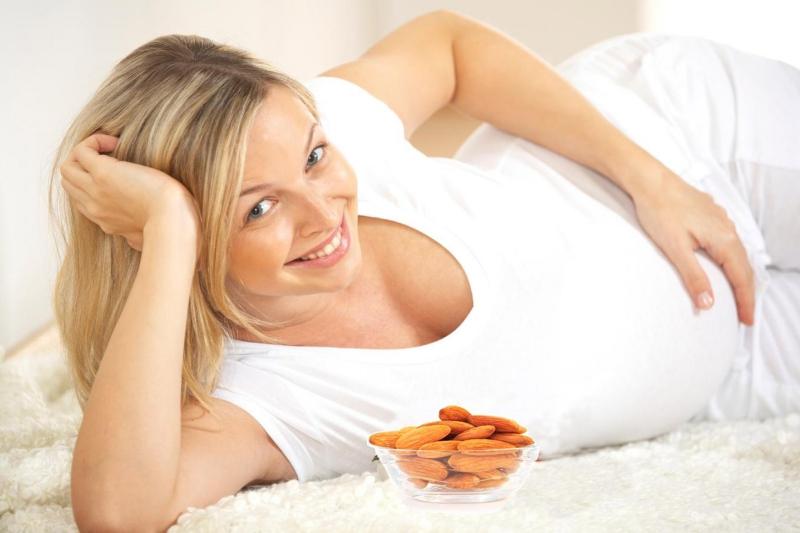Phụ nữ mang thai trang điểm có thể sẩy thai