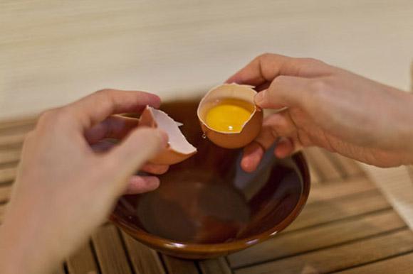 Mẹo làm đẹp đơn giản dễ làm với mặt nạ trứng gà 4