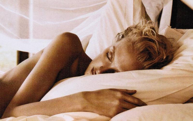 Ngủ đủ giấc sẽ giúp da bạn đẹp hơn.