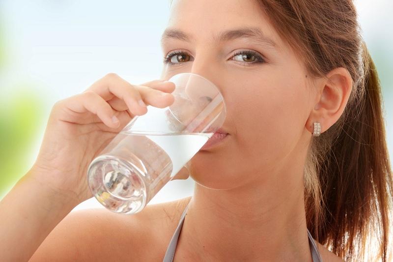 Uống nhiều nước giúp thanh lọc cơ thể, giảm béo tích cực hơn