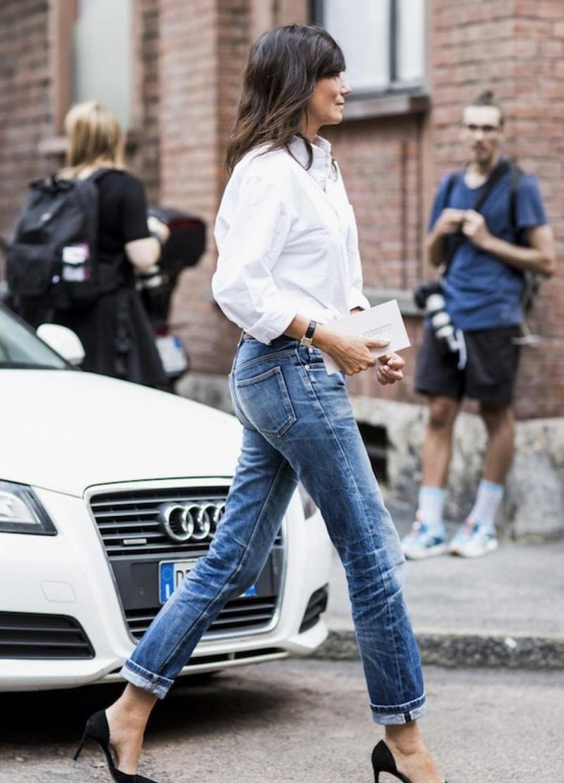 Bạn nên hạn chế giặt jeans để tránh vải xuống màu.
