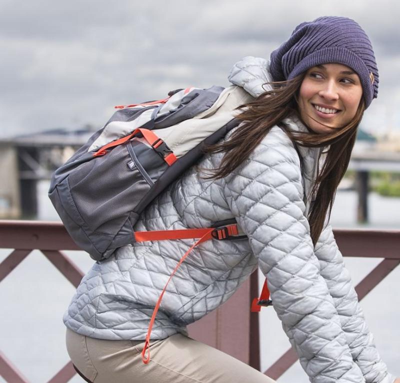 Những chiếc túi xách có túi đeo có vẻ phù hợp với nhu cầu sử dụng của các nàng.