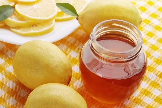 Mật ong với nước ấm đánh tan mỡ thừa