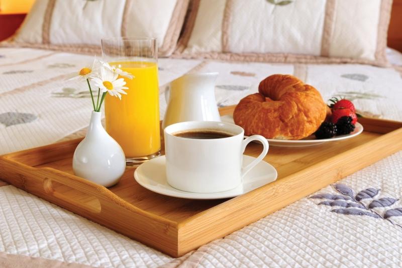 Bạn nên ăn sáng đủ chất để đảm bảo sức khỏe.