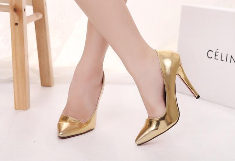 Giày cao gót gây hại đến chân.